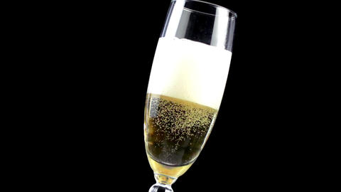 Champagne pouring into glass in slow motion ,200 fps Archivo
