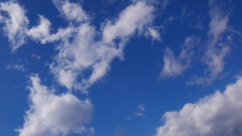 Timelapse - Clouds appearing one after another in the blue sky ビデオ