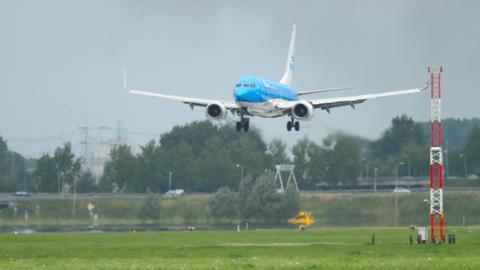 KLM Boeing 737 landing Footage