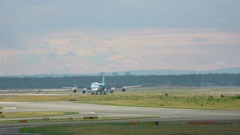 Korean Air Boeing 747 braking after landing Footage