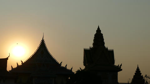 Sunset at the Wat Ounalom in Phnom Penh Footage