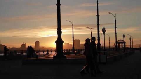 evening walk on the beautiful sunset Footage