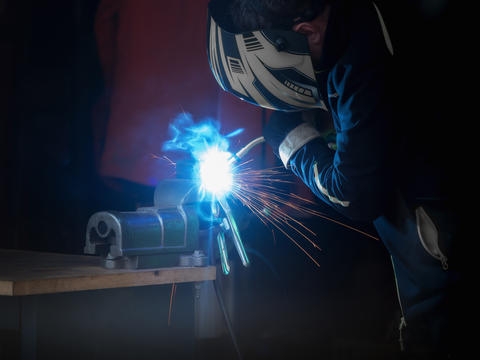 A man who welds something Photo