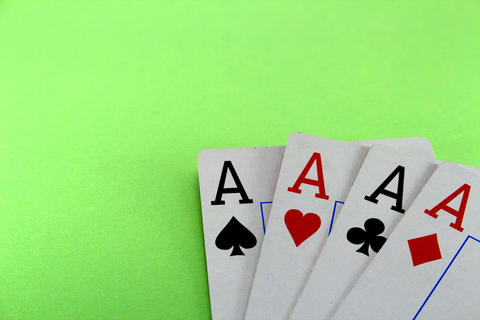 Four card ace on a green background close-up フォト