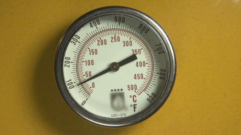 Industrial thermometer with moving indicator Image