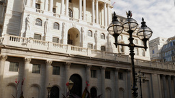 Tilt up the front facade of the Bank of England on a sunny autumn morning. Foota Footage