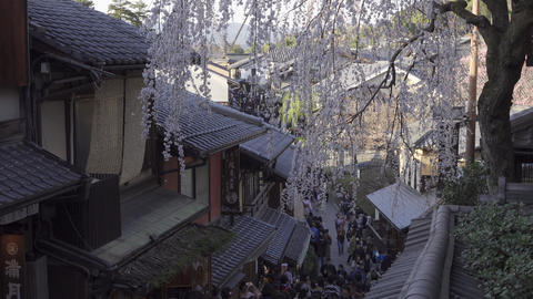 京都東山・三寧坂と観光客 ビデオ