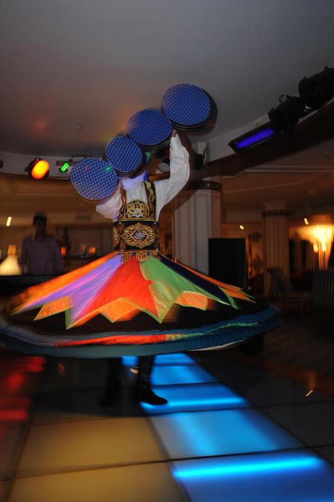 Egyptian folkloric dancer Fotografía