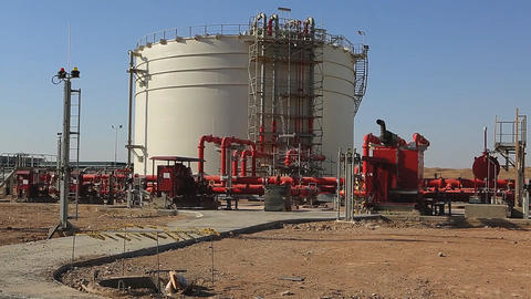 The construction of a new oil refinery in the Syrian desert. (Latakia province) Archivo