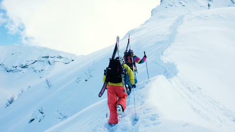 Skiers climb the mountains for freeride Archivo