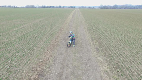 Little boy riding a bike Archivo