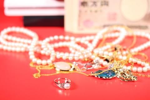 お金と宝飾品 Fotografía
