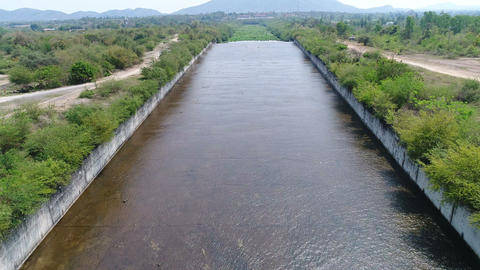 Top view of water flowing in dam Archivo