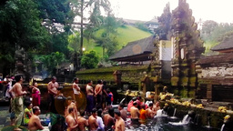 Bathe is in Tirta Empul Temple,Bali Videos de Stock