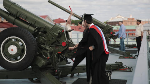 Marine officer repetition how gun works to graduating students Live Action