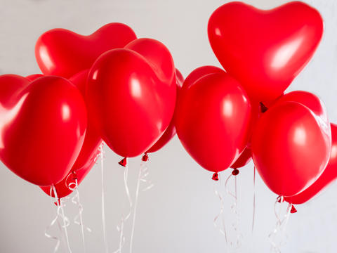 Red balloons in the shape of a heart Fotografía