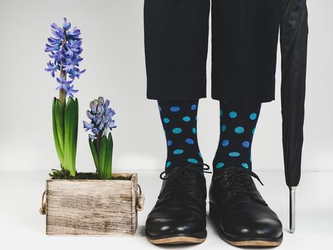 Stylish shoes, bright socks, umbrella Fotografía