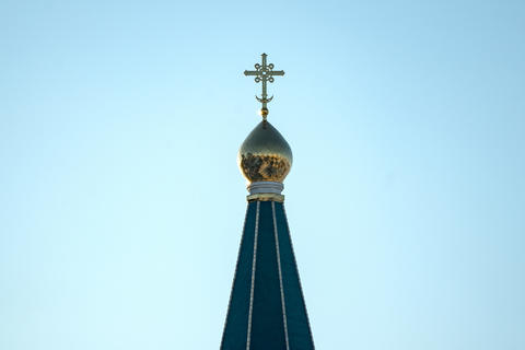 Orthodox cross on the dome of the Church Fotografía