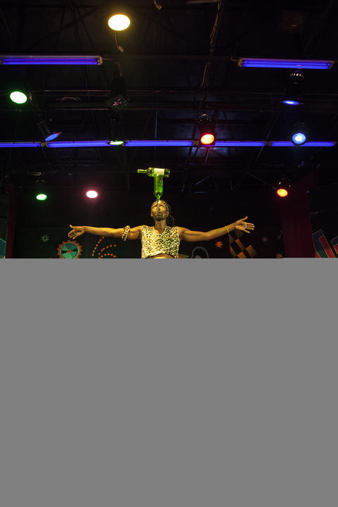 African Acrobats Performance on the stage フォト