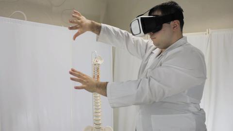 Virtual reality training of medical students via virtual reality glasses Live Action