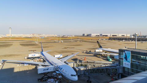 Time lapse of Tokyo International Airport, Tokyo, Japan ビデオ