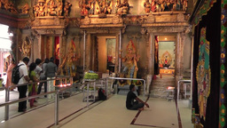 Inside of Hindu temple in Little India,Singapore Archivo