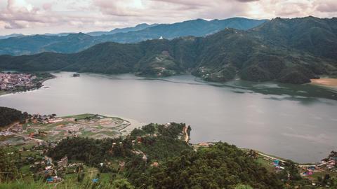 Timelapse Dolly Shot of Phewa Lake in Pokhara, Nepal Archivo