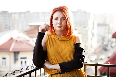 Outdoor portrait of beautiful redhead woman Fotografía