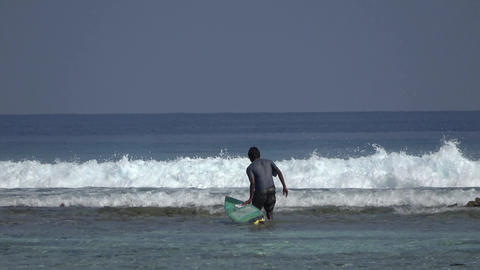 Man and surfboard, waves. Indian Ocean video Archivo