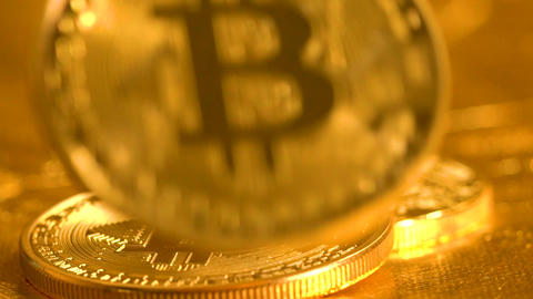 Bitcoin coin falling in slow motion ビデオ