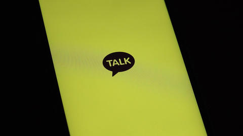 Message app KAKAO TALK logo on iphone screen ライブ動画