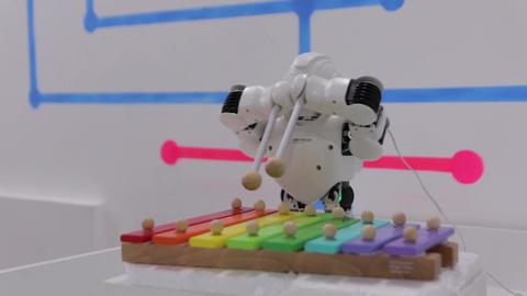 The Robot Music Plays Archivo