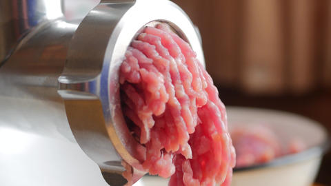 Cooking the meat forcemeat using the meat grinder Live Action