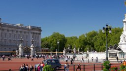 Pan shot from the Victoria Memorial to Buckingham Palace as traffic passes by. S Footage