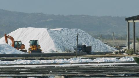 Excavators Truck Operate near Salt Heaps at Fields ビデオ
