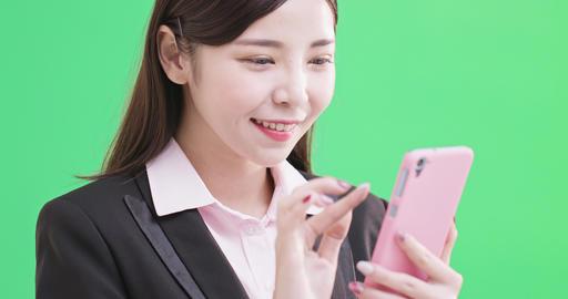businesswoman use phone ビデオ