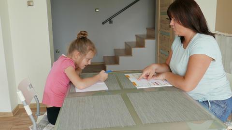 Mother Is Homeschooling Her Daughter 영상물