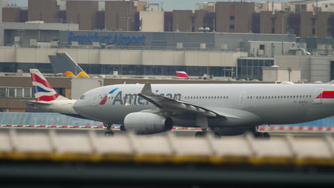 American Airlines airbus 330 take-off Live Action