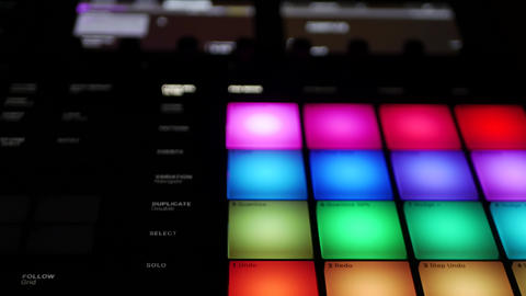 Maschine by Native Instruments - a powerful all in one digital beatmaker studio 영상물
