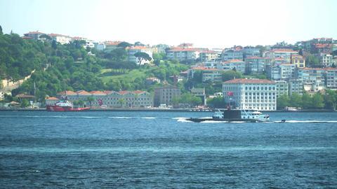 submarine going through the istanbul bosphorus ビデオ