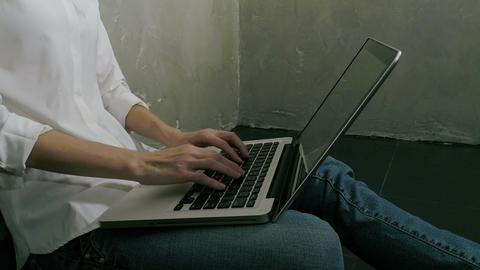 Freelancer female use laptop at house ライブ動画