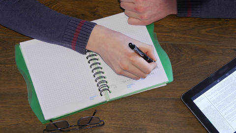 Man Hand Writing On Notepad ビデオ