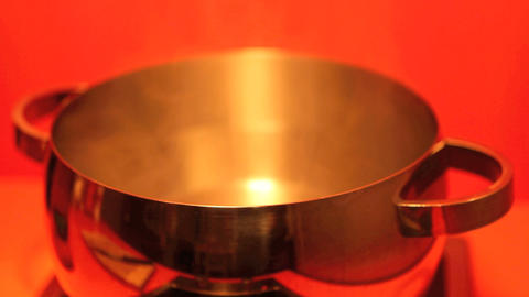 Cooking hot water in a pot Live Action