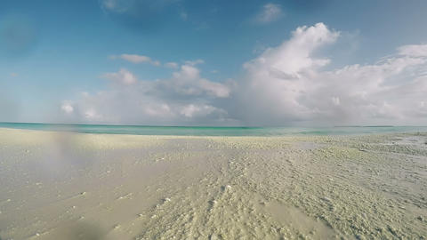Beach, Sea, Sand, Wave, Blue Sky, Clouds at Tropical Island Of Maldives. Indian Archivo