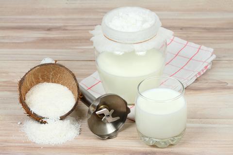 Homemade fresh coconut milk after filtering フォト