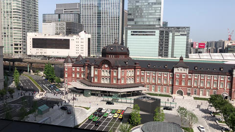 Tokyo station under the blue sky ビデオ