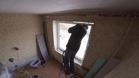 Master warms window of polyurethane foam. 4K Footage