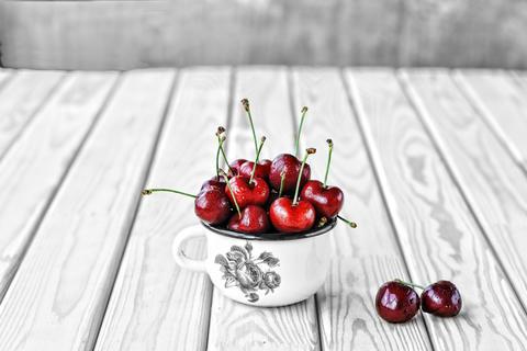 Cherry, cherry, ripe cherry, detox, detox food, detox snack, pro Photo