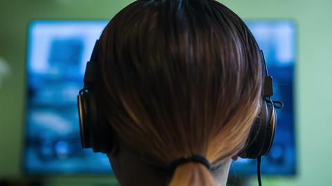 Gamer Girl w/ Headphones ビデオ