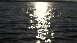 Sun reflection into the water waves out of focus 영상물